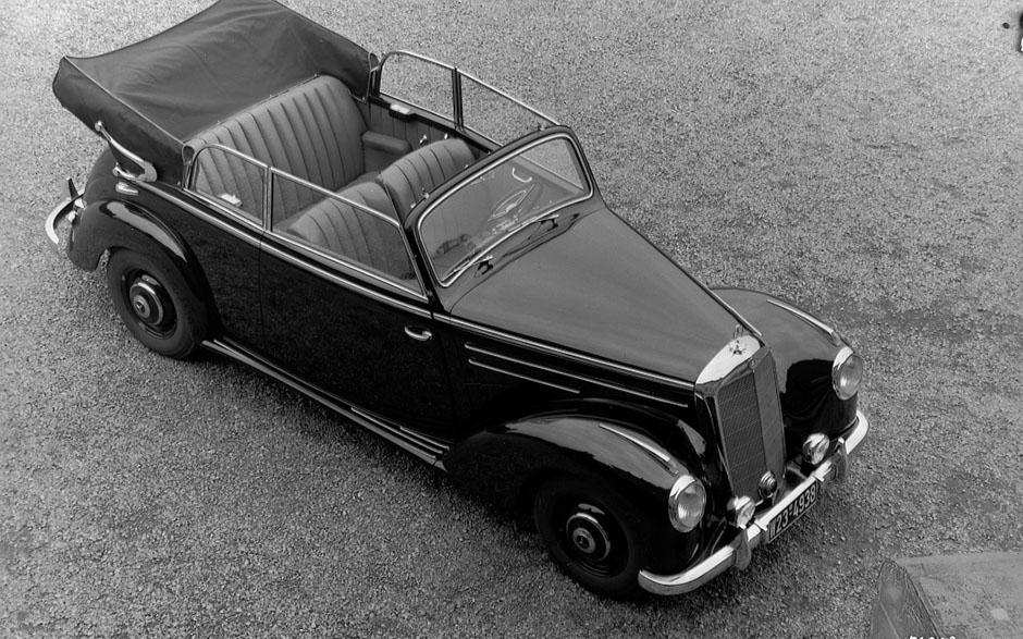 Schöner Kragen am Heck: Mercedes-Benz 220 Cabriolet B der Baureihe W 187. ; Handsome collar at the rear: Mercedes-Benz 220 Cabriolet B, W 187 series.;