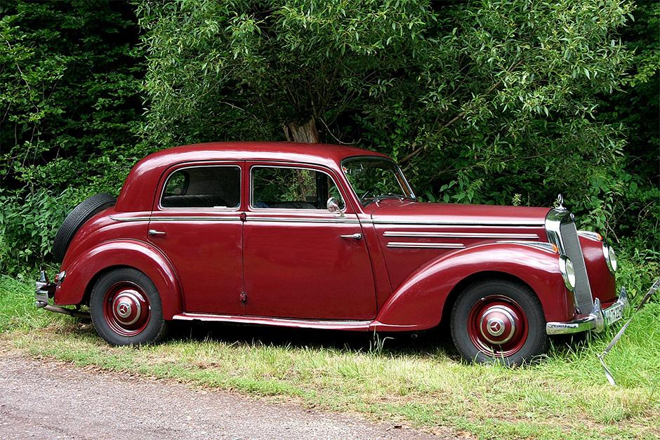 red 220 sedan 1952