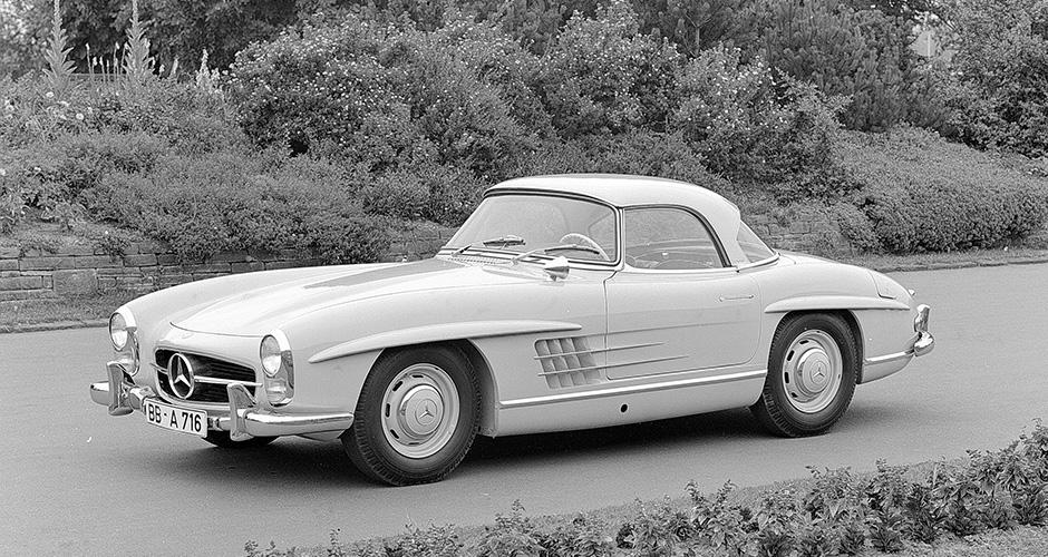 """Mercedes-Benz Typ 300 SL Roadster (W 198 II, 1957 bis 1963). USA-Ausführung mit """"sealed-beam""""-Scheinwerfern."""