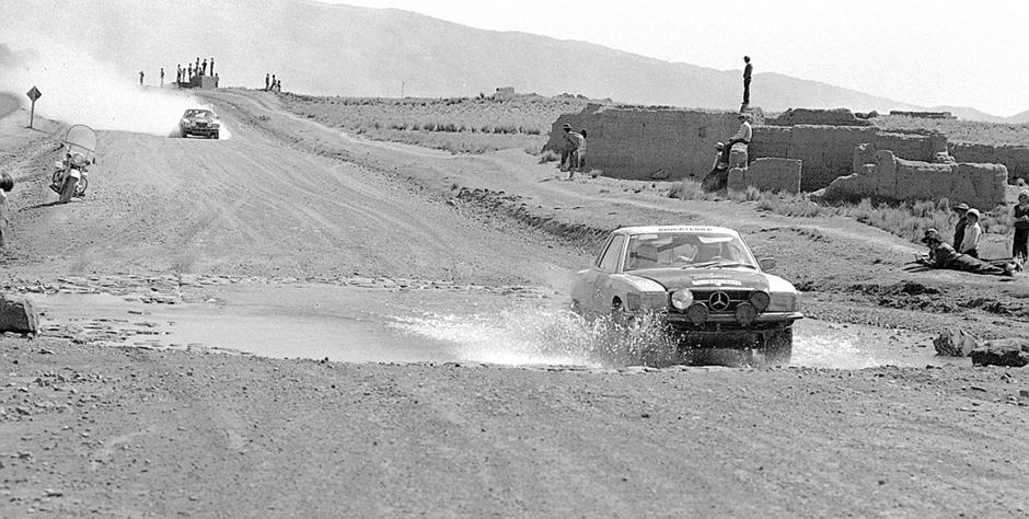 """Südamerika-Rallye """"Vuelta a la América del Sud"""", 17. August - 24. September 1978. Die späteren Sieger, das schottisch/englische Mercedes-Benz Team Andrew Cowan / Colin Malkin mit einem Mercedes-Benz Typ 450 SLC auf einer der vielen Spezialetappen. ; Southamerican-rallye """"Vuelta a la América del Sud"""", from august 17 to September 24 in 1978. The later victors, the scottish/english Mercedes-Benz Team Andrew Cowan / Colin Malkin with their Mercedes-Benz Type 450 SLC.;"""