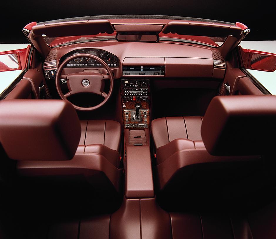 Gepflegtes Wohnen: Interieur des Mercedes-Benz SL (Baureihe R 129, 1989-2001). ; Sophisticated elegance: the interior of the Mercedes-Benz SL (model series R 129, 1989-2001);