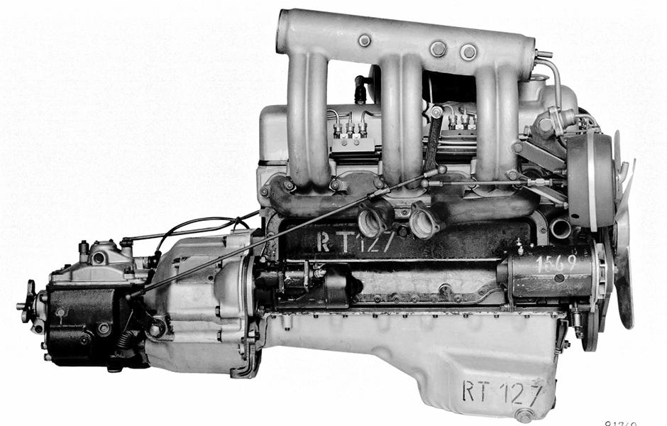 Motor des Mercedes-Benz 220 SE aus dem Jahr 1958: Die Benzineinspritzung hält Einzug in die Großserie. ; The engine of the Mercedes-Benz 220 SE of 1958 introduced fuel injection to large-scale production.;