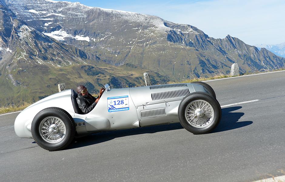 Mercedes-Benz Classic beim Großglockner Grand Prix 2012. Jochen Mass im Mercedes-Benz W 125 (1937).