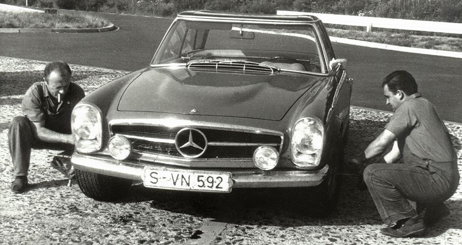 Mercedes-Benz SL der Baureihe W 113 mit dem 6,3-Liter-V8-Motor M 100 des Typ 600 (W 100).