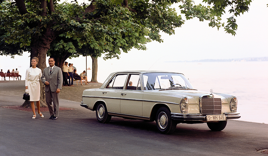 Mercedes-Benz 250 SE(W 108), Werbeaufnahme von 1966. ; Mercedes-Benz 250 SE (W 108), marketing photo taken in 1966.;