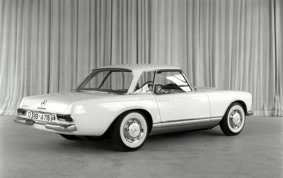 Mercedes-Benz Baureihe W 113, Designstudie. Das Fahrzeug ist noch als Typ 220 SL bezeichnet, es kommt 1963 als Typ 230 SL auf den Markt.