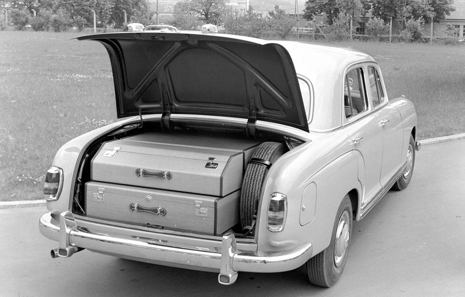 """Mercedes-Benz """"Ponton"""" Typ 220 S (W 180, 1954 bis 1959) ; Kofferraum Mercedes-Benz 220 S """"Ponton"""" (W 180, 1954 to 1959), boot;"""