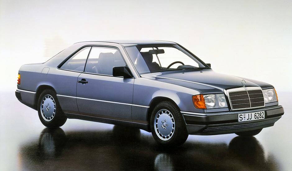 Mercedes-Benz Coupé der Baureihe 124. Im Jahr 1987 debütieren zunächst die Typen 230 CE und 300 CE. Series 124 Mercedes-Benz coupé. The first debutants, in 1987, were the 230 CE and 300 CE.