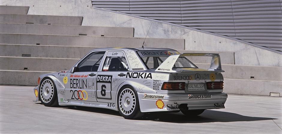Mercedes-Benz Typ 190 E 2.5-16 Evo II (Baureihe W 201) aus dem Jahr 1990. Mit Fahrzeugen dieses Typs startet AMG in der Deutschen Tourenwagenmeisterschaft (DTM). Mercedes-Benz type 190 E 2.5-16 Evo II (W 201 series) of 1990. With these cars AMG started into the Deutsche Tourenwagenmeisterschaft (DTM).