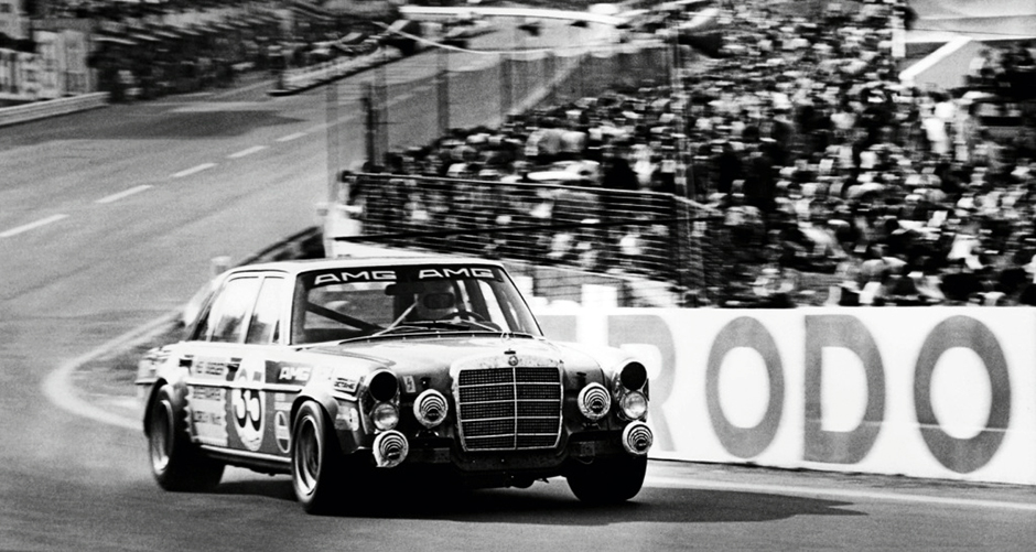 Der AMG 300 SEL 6.8 beim 24-Stunden-Rennen in Spa-Francorchamps 1971 The AMG 300 SEL 6.8 at the 24-hour race in Spa-Francorchamps, 1971.