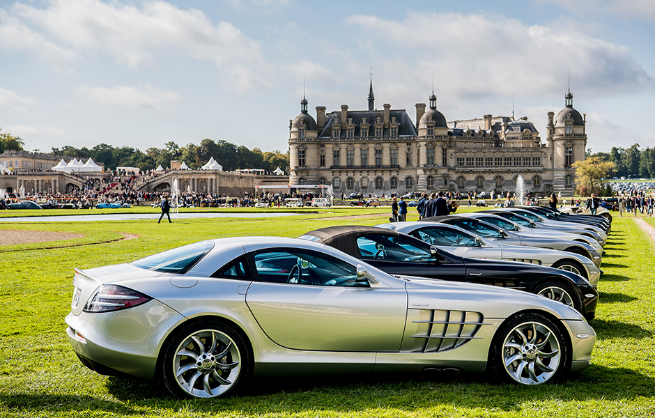 Traumwagen vor Traumkulisse: Beim Chantilly Arts & Elegance Richard Mille 2017 rund um das im 16. Jahrhundert erbaute Schloss Chantilly in Frankreich präsentierten Mitglieder des dort gegründeten SLR CLUB ihre Fahrzeuge. Dream cars in front of a spectacular setting: Members of the newly founded SLR CLUB presented their cars at the Chantilly Arts & Elegance Richard Mille 2017 which took place around the 16th century Chantilly castle in France.