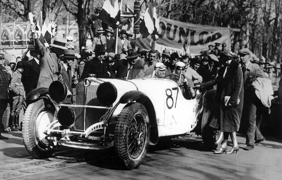 Mille Miglia 1931: Der spätere Sieger Rudolf Caracciola auf Mercedes-Benz SSK beim Start, 12. April 1931. Mille Miglia 1931: The eventual winner Rudolf Caracciola at the start in a Mercedes-Benz SSK, 12 April 1931.