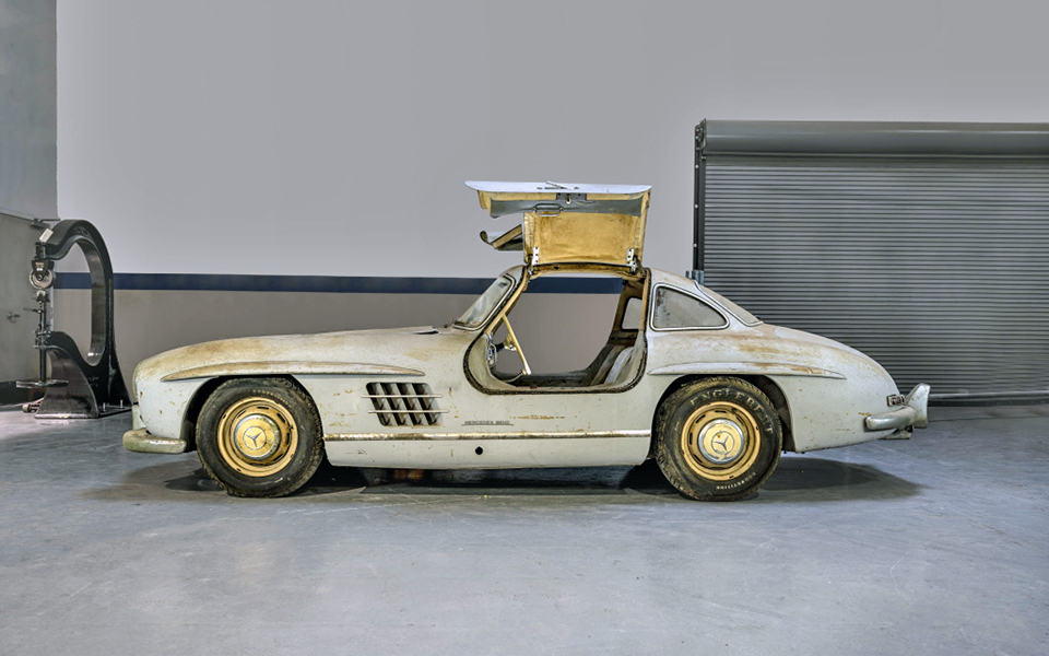 gullwing barn find